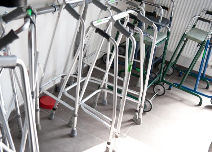 Hulpmiddelen mobiliteit o.a. rolstoel, rollator, looprek, krukken, tillift,...