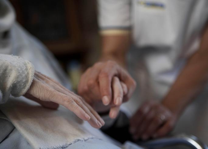 Palliatieve zorg o.a. hygiënische zorg, pijnbestrijding, emotionele ondersteuning, ...