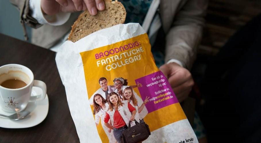 Thuisverpleging van Wit-Gele Kruis gedrukt op een broodzak.